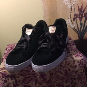 Puma Shoes - Women's suede Puma Shoes NWT new without tags
